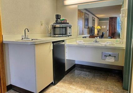 Quality Inn Hotel Rome NY, room amenities