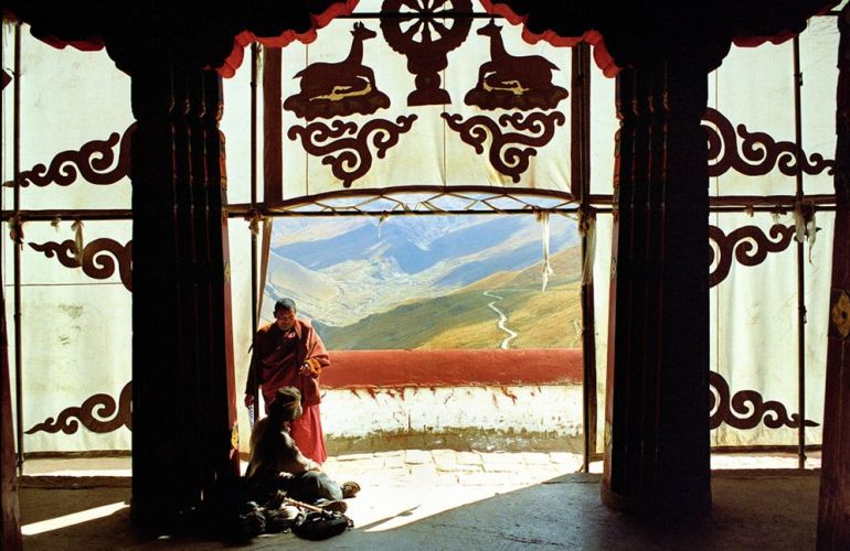 Tibet - Mountains and Monasteries on Top of the World