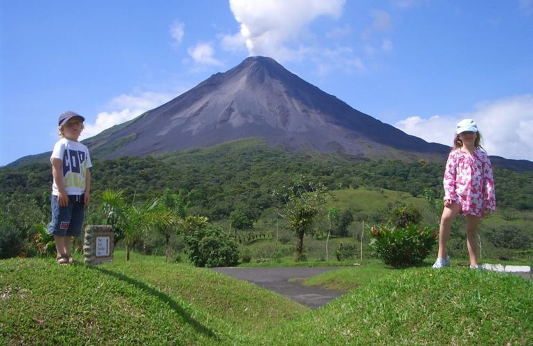 15 Days Costa Rica Pass - Route 6 Adventure Bus