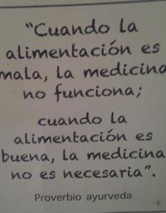 """""""Cuando la alimentación es mala, la medicina no funciona. Cuando la alimentación es buena, la medicina no es necesaria."""" (Proverbio Ayurveda)"""