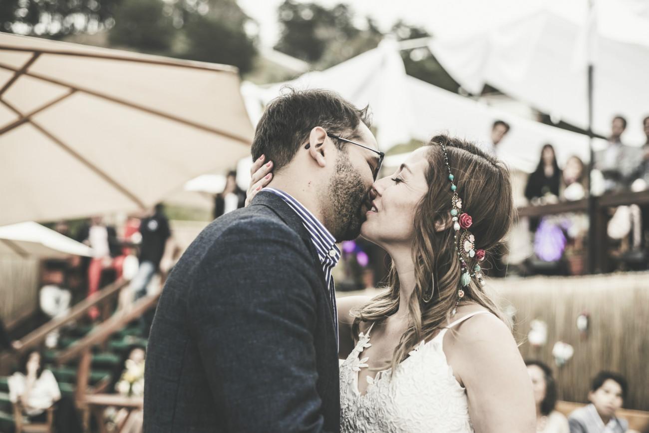 Beso de recien casados - Nico & Cristi - Café Chungungo, Maitencillo