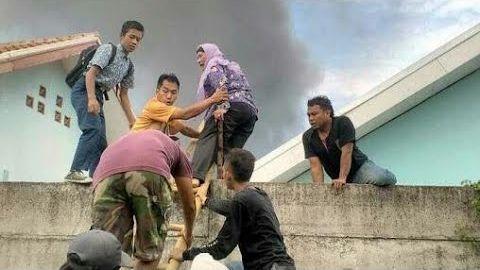 Video am4tir detik detik gudang petasan k3mbang Api di banten t3rbakar