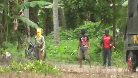 Rombongan Polisi dihadang 3 Pria Bertopeng Kebal Peluru