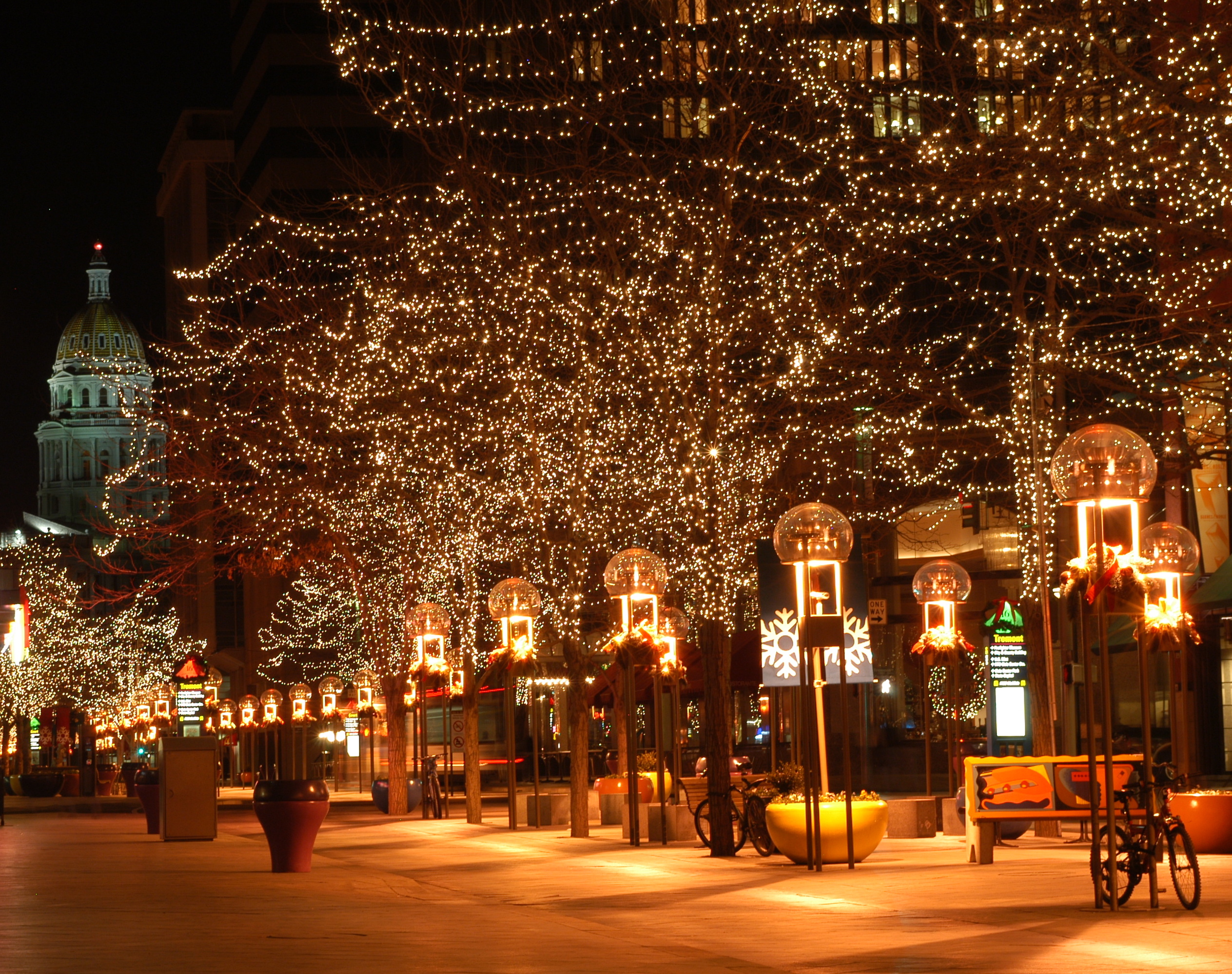 love bright lights check out these 10 displays close to downtown denver - How To Check Christmas Lights