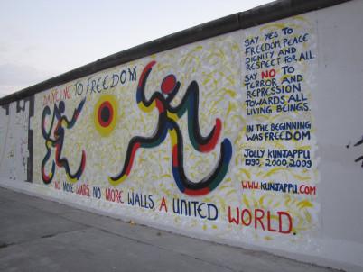 GČást Berlínské zdi na východní straně galerie - http://www.flickr.com/photos/b_hurwitz/3945567318/in/photostream/