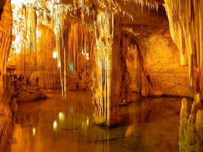 Grotta di Nettuno - https://en.wikipedia.org/wiki/Neptune%27s_Grotto#/media/File:Grotta_di_nettuno_sardinien.jpg