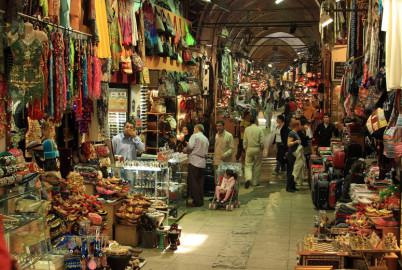 Jedna z hal v Grand Bazaar - https://www.flickr.com/photos/72213316@N00/3123890070/