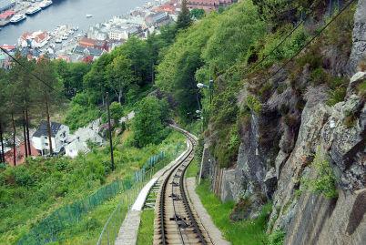 Železnice Floibanen - http://commons.wikimedia.org/wiki/File:Bergen_2013_06_15_3959.jpg