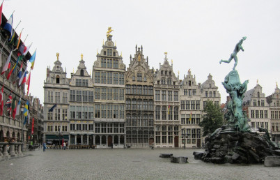 Grote Markt - https://www.flickr.com/photos/alanstanton/5894018940/