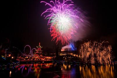 Ohňostroj v parku Tivoli - https://www.flickr.com/photos/stignygaard/3153764860