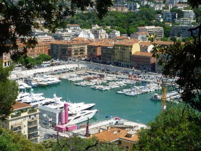 Výhled z Castle Hill na přístav v Nice -