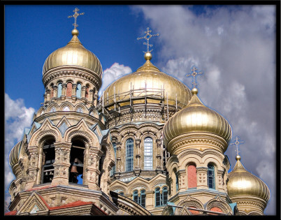 Katedrála sv. Mikuláše - https://www.flickr.com/photos/mauricedb/1470806469/