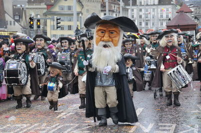 Basilejský karneval - http://commons.wikimedia.org/wiki/File:Luzerner_Fasnacht_2009.JPG