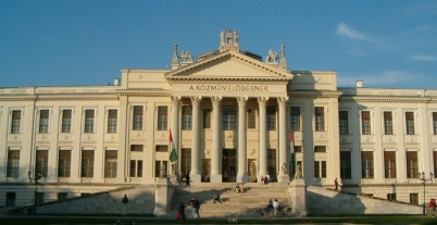 Muzeum Ference Móra  - http://commons.wikimedia.org/wiki/File:Hungary-szeged-museum2.jpg