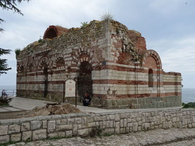 Kostel sv. Jana Aliturgetose - https://commons.wikimedia.org/wiki/File:Church_of_Saint_John_Aliturgetos,_Nesebar_01.JPG