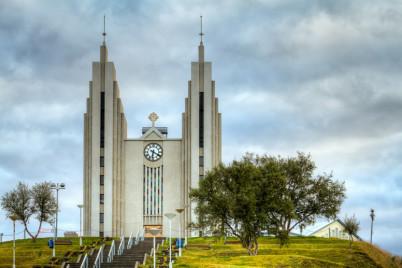 Kostel Akureyrarkirkja - https://www.flickr.com/photos/iceninejon/10549666685