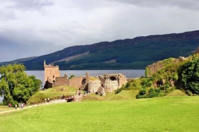 Hrad Urquhart u jezera Loch Ness - http://pixabay.com/en/loch-ness-urquhart-castle-scotland-260867/