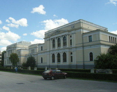 Národní muzeum - http://en.wikipedia.org/wiki/National_Museum_of_Bosnia_and_Herzegovina#/media/File:Sarajevo_National_Museum_of_Bosnia_and_Hercegovina.JPG