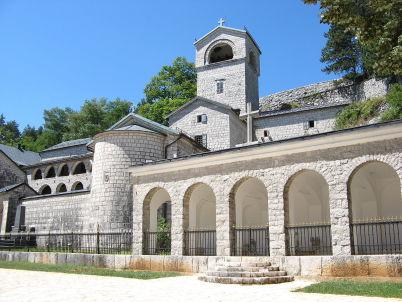 Klášter Cetinje - http://en.wikipedia.org/wiki/Cetinje#/media/File:Cetinje_monastery.jpg