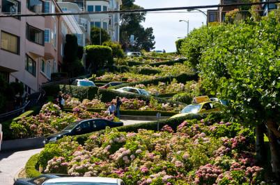 Lombard Street - http://www.flickr.com/photos/seanosh/2783136096/