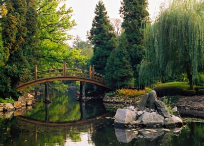 Japonská zahrada - https://www.flickr.com/photos/picsbyjack/5026824581/in/photolist-8EcMPk-8EcTzP-8EfZeJ-8EfY2C-8EcToR-aTpmUx-8EfXt9-6mYkkD-aTpnGe-aTpmMa-aTph9Z-aTpnoM-aTpn7e-aTpmzt-aTpm4a-aTpmbk-aTpnyX-8EcT4T-fsdkT-A8HhR6-ALFuEr-A8HwFS-Au52xG-Kmzdex-zPDZeo-4R6cZT-6HSuYg-eM9BY6-MbhHm-6HWFeW-JbGmC-eM9saa-JbGtw-4DarC6-JbGpA-JbGvJ-JbMH2-JbMfa-JbG6j-JbMaT-JbMrr-JbMk8-JbMvB-Au59UW-Au57Z3-ALFxTv-A8HhAN-AMEJDa-4DarsK-8tXpcj