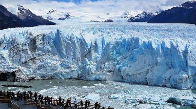 Ledovec Perito Moreno - https://commons.wikimedia.org/wiki/File:Perito_Moreno_Glacier_Front2.jpg