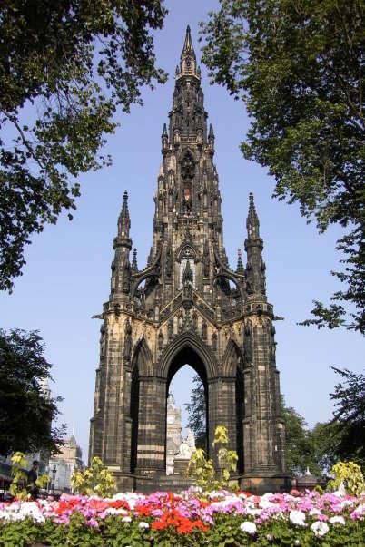 Památník Sira Waltera Scotta - https://en.wikipedia.org/wiki/George_Meikle_Kemp#/media/File:Schottland-Edinburgh-Sir_Walter_Scott_Monument.JPG