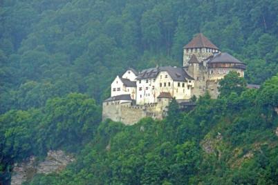 hrad Vaduz  - https://www.flickr.com/photos/archer10/19467376849