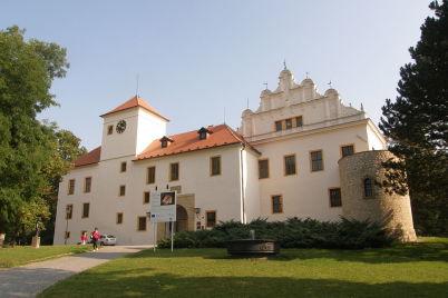 Zámek Blansko - https://commons.wikimedia.org/wiki/File:Blansko_Chateau1.JPG