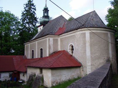 Kostel Panny Marie Pomocné - https://commons.wikimedia.org/wiki/File:Poustevna_a_kostel_Panny_Marie_Pomocn%C3%A9.JPG
