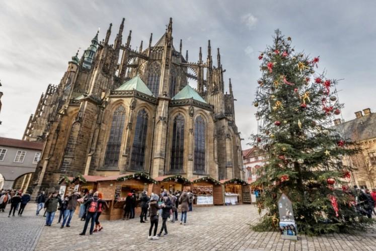 Vánoční trhy na Pražském hradě využívají prostory nejrozsáhlejšího hradního areálu světa