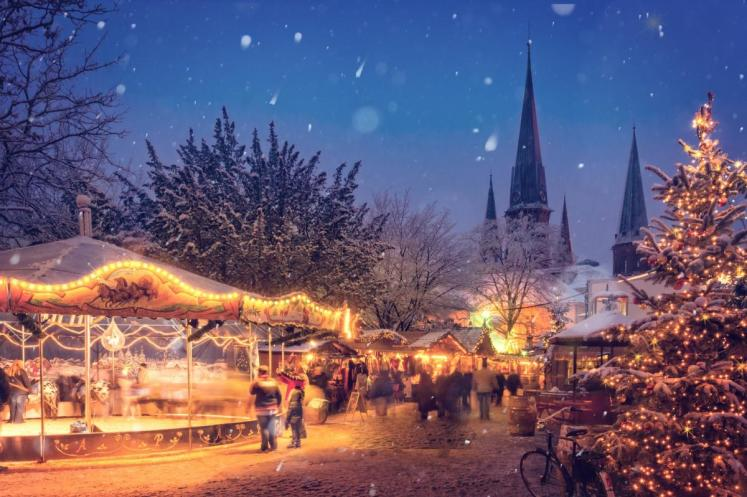 Vánoční trhy Karlovy Vary 2017 ve Smetanových sadech před Alžbětinými lázněmi