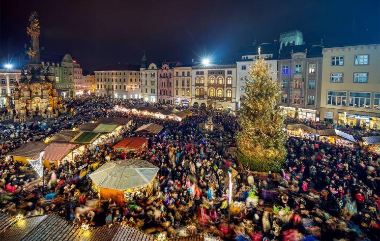Vánoční trhy v Olomouci v horní / dolní náměstí