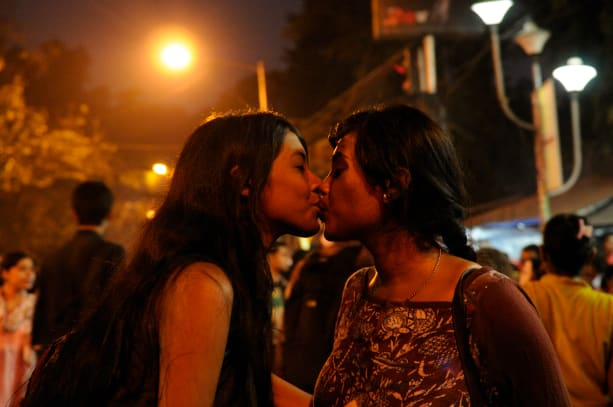 Kiss of Love movement, students of Kolkata protested against the moral policing in India