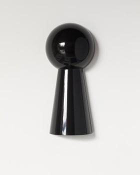 (keyhole half), Granite, 17.3 x 6 x 3.9 in. (medio ojo de cerradura). Granito, 44 x 20,5 x 10 cm. Photo/Foto: Eduardo Ortega.