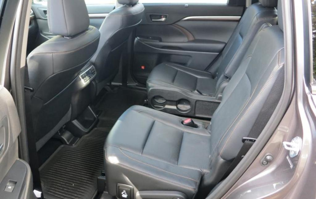 ROAD TEST: 2014 Toyota Highlander | Autofile.ca