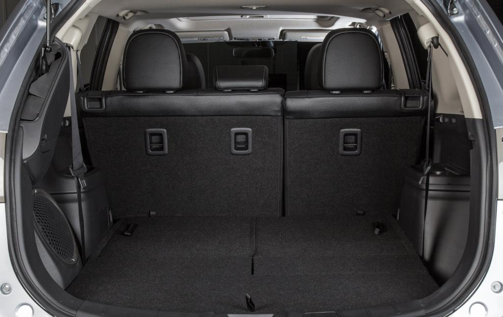 Road test 2014 mitsubishi outlander es awc for Mitsubishi outlander interior dimensions