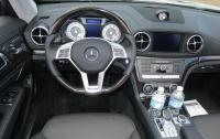 2013 Mercedes-Benz SL 550 - instrument panel.jpg