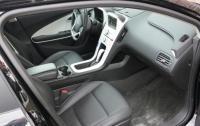2013 Chevrolet Volt - front seat.JPG