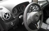 2013 Mercedes-Benz B-Class (B250).JPG