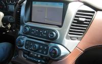 2015 Chevrolet Suburban - touch screen and centre stack.JPG
