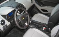 2013 Chevrolet Trax - front seats.JPG