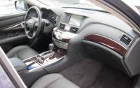 2011 Infiniti M - front seats.JPG