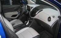 2013 Chevrolet Trax - front seats passenger side.JPG