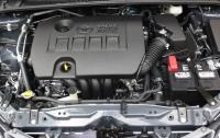 2014 Toyota Corolla - engine compartment.JPG