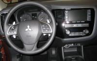 2014 Mitsubisi Outlander - steering wheel and instrument panel.JPG