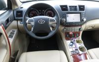 2013 Toyota Highlander - steering wheel and instrument panel.JPG