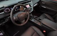 2013 Toyota Avalon - instrument panel and steering wheel.jpg