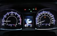 2013 Toyota Avalon - instrument cluster.jpg