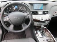 2011 Infiniti M - steering wheel and instrument panel.JPG